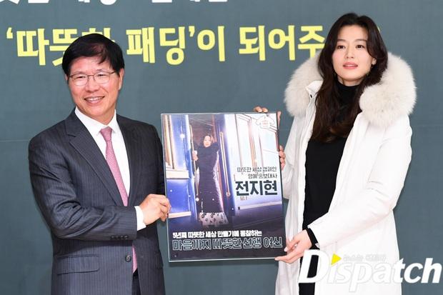 Đỉnh như mợ chảnh Jeon Ji Hyun dự sự kiện: U40, mẹ 2 con và còn lộ nọng cằm mà vẫn đẹp bất chấp - Ảnh 11.