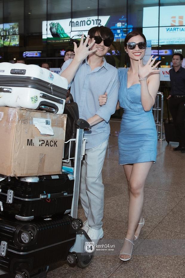 Vợ chồng son Đông Nhi và Ông Cao Thắng rạng rỡ khoe nhẫn cưới, tay trong tay đáp chuyến bay trở về sau hôn lễ thế kỷ tại Phú Quốc - Ảnh 2.