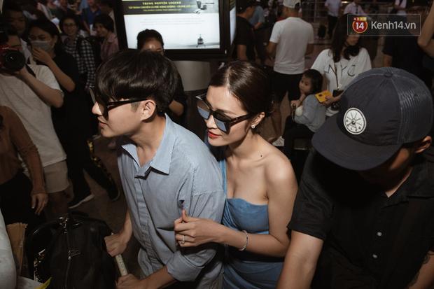Vợ chồng son Đông Nhi và Ông Cao Thắng rạng rỡ khoe nhẫn cưới, tay trong tay đáp chuyến bay trở về sau hôn lễ thế kỷ tại Phú Quốc - Ảnh 5.
