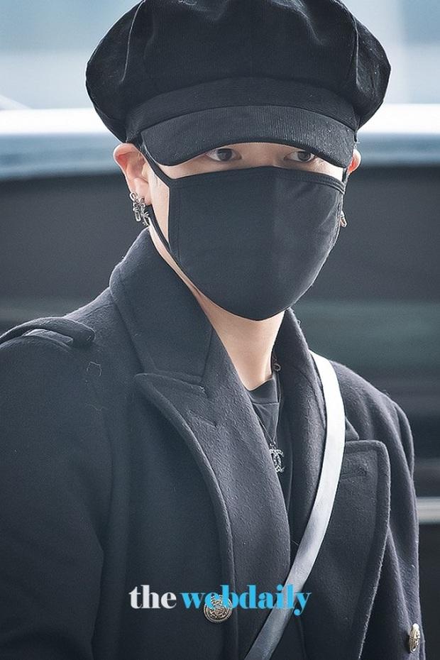 Jungkook lần đầu xuất hiện sau scandal gây tai nạn, Jin thẫn thờ cùng các thành viên BTS đổ bộ sân bay - Ảnh 6.