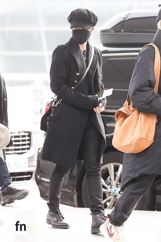 Jungkook lần đầu xuất hiện sau scandal gây tai nạn, Jin thẫn thờ cùng các thành viên BTS đổ bộ sân bay - Ảnh 4.