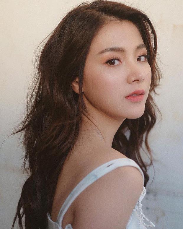 Dàn mỹ nhân Thái lột xác khi diện đồng phục học sinh: Baifern, Taew quá xinh nhưng chưa đỉnh bằng chị đại trường học - Ảnh 7.