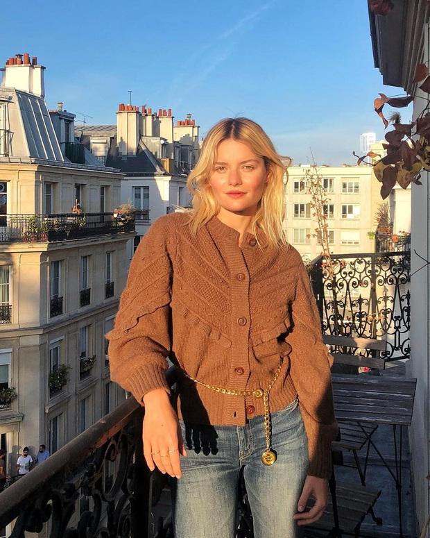 Không thể kìm lòng trước 5 cách diện áo len đẹp xỉu của phụ nữ Pháp, bạn sẽ muốn áp dụng bằng hết mới được - Ảnh 1.