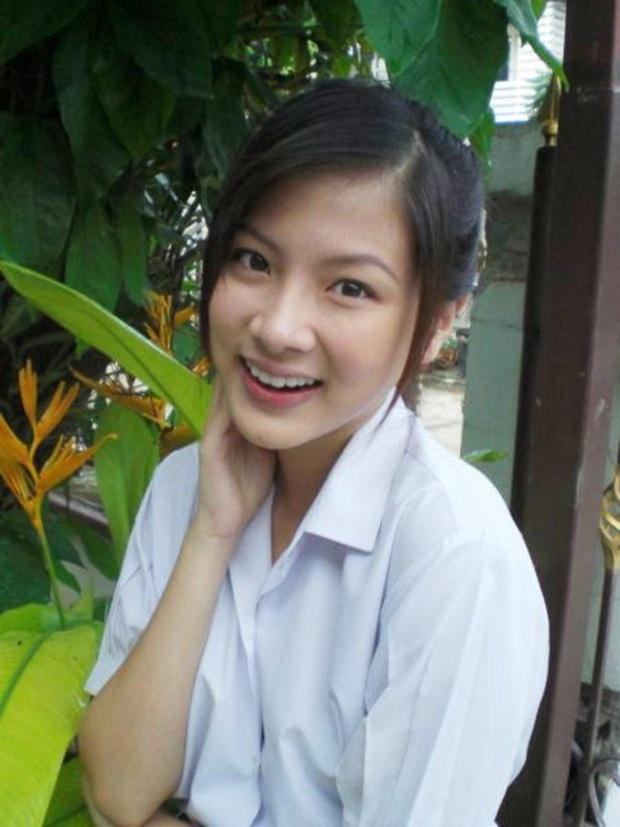 Dàn mỹ nhân Thái lột xác khi diện đồng phục học sinh: Baifern, Taew quá xinh nhưng chưa đỉnh bằng chị đại trường học - Ảnh 2.