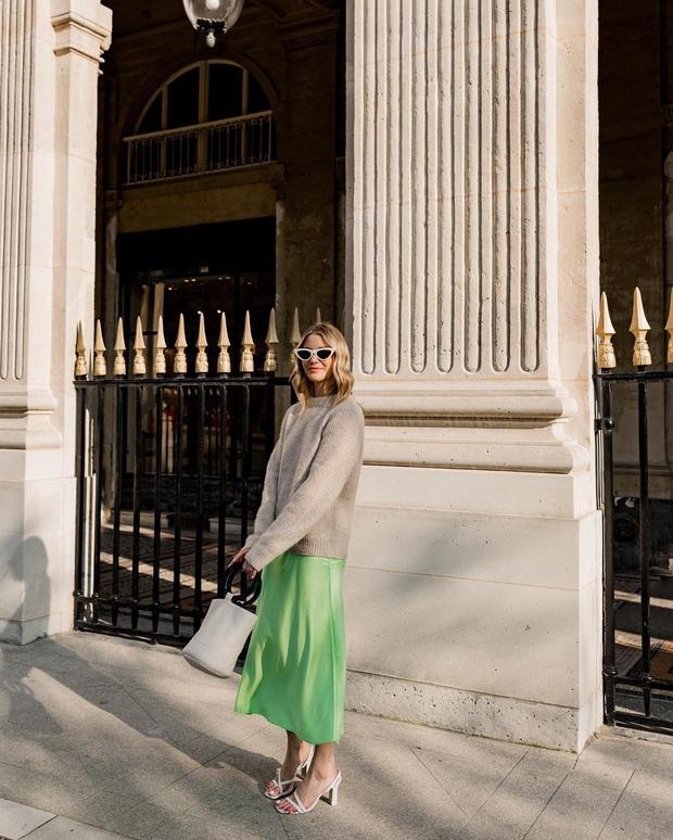 Không thể kìm lòng trước 5 cách diện áo len đẹp xỉu của phụ nữ Pháp, bạn sẽ muốn áp dụng bằng hết mới được - Ảnh 11.