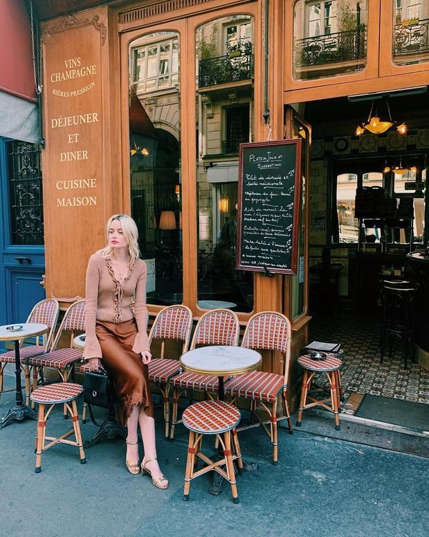 Không thể kìm lòng trước 5 cách diện áo len đẹp xỉu của phụ nữ Pháp, bạn sẽ muốn áp dụng bằng hết mới được - Ảnh 12.
