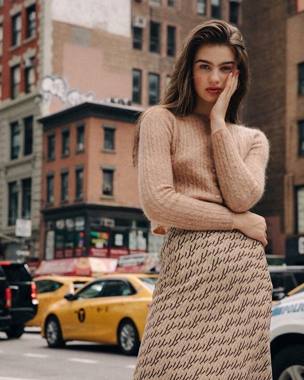 Không thể kìm lòng trước 5 cách diện áo len đẹp xỉu của phụ nữ Pháp, bạn sẽ muốn áp dụng bằng hết mới được - Ảnh 14.