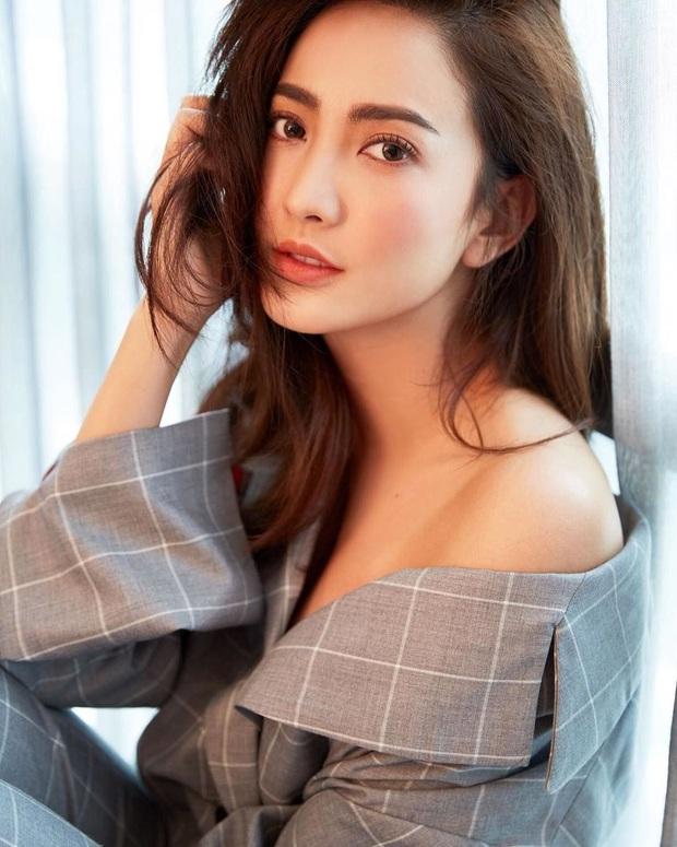 Dàn mỹ nhân Thái lột xác khi diện đồng phục học sinh: Baifern, Taew quá xinh nhưng chưa đỉnh bằng chị đại trường học - Ảnh 13.