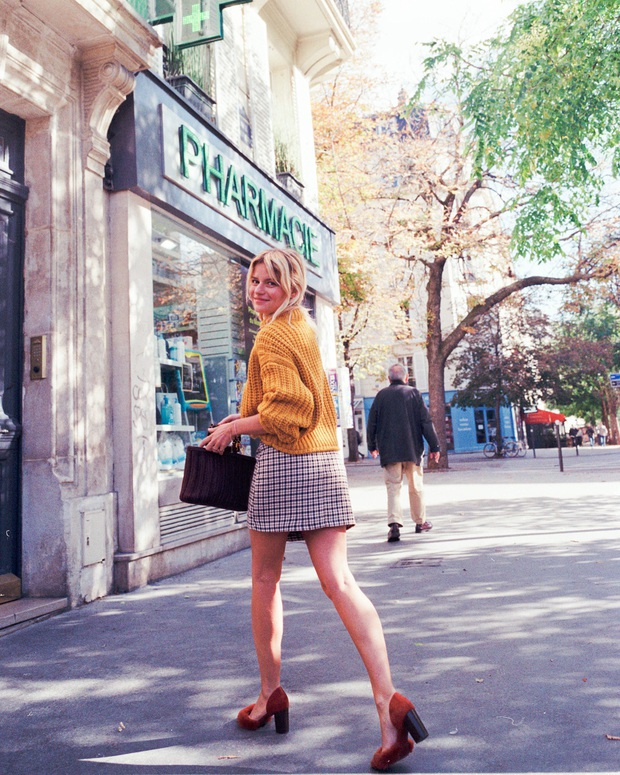 Không thể kìm lòng trước 5 cách diện áo len đẹp xỉu của phụ nữ Pháp, bạn sẽ muốn áp dụng bằng hết mới được - Ảnh 15.