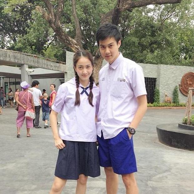 Dàn mỹ nhân Thái lột xác khi diện đồng phục học sinh: Baifern, Taew quá xinh nhưng chưa đỉnh bằng chị đại trường học - Ảnh 14.