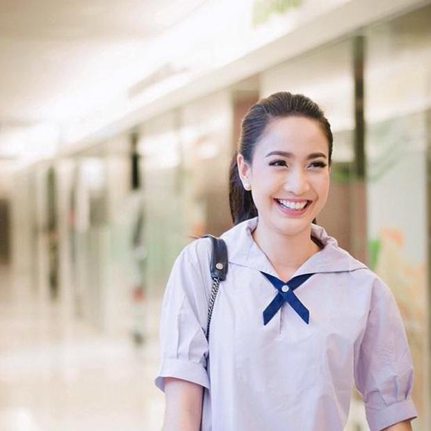 Dàn mỹ nhân Thái lột xác khi diện đồng phục học sinh: Baifern, Taew quá xinh nhưng chưa đỉnh bằng chị đại trường học - Ảnh 15.