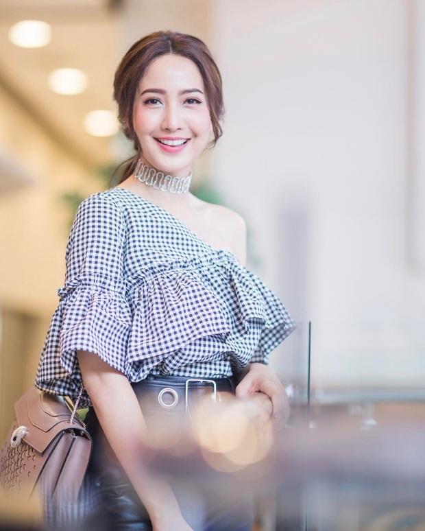 Dàn mỹ nhân Thái lột xác khi diện đồng phục học sinh: Baifern, Taew quá xinh nhưng chưa đỉnh bằng chị đại trường học - Ảnh 17.