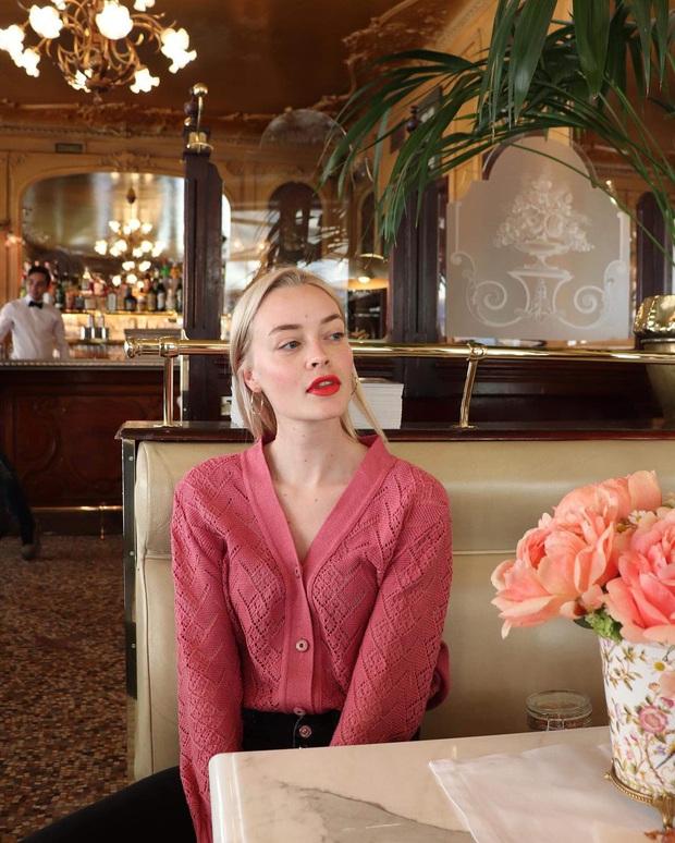 Không thể kìm lòng trước 5 cách diện áo len đẹp xỉu của phụ nữ Pháp, bạn sẽ muốn áp dụng bằng hết mới được - Ảnh 3.