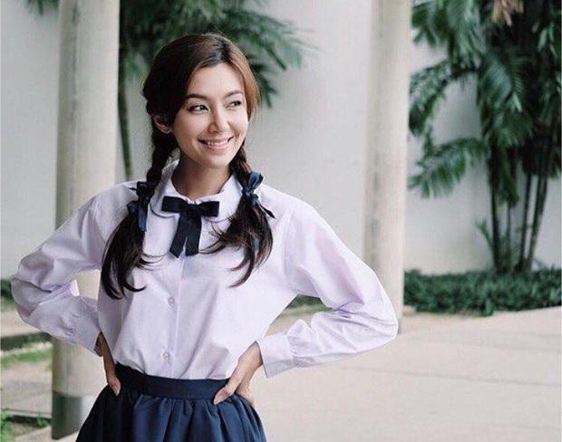 Dàn mỹ nhân Thái lột xác khi diện đồng phục học sinh: Baifern, Taew quá xinh nhưng chưa đỉnh bằng chị đại trường học - Ảnh 20.