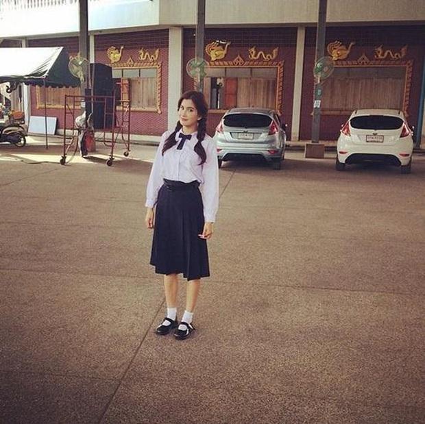 Dàn mỹ nhân Thái lột xác khi diện đồng phục học sinh: Baifern, Taew quá xinh nhưng chưa đỉnh bằng chị đại trường học - Ảnh 25.