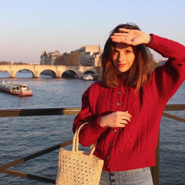 Không thể kìm lòng trước 5 cách diện áo len đẹp xỉu của phụ nữ Pháp, bạn sẽ muốn áp dụng bằng hết mới được - Ảnh 4.