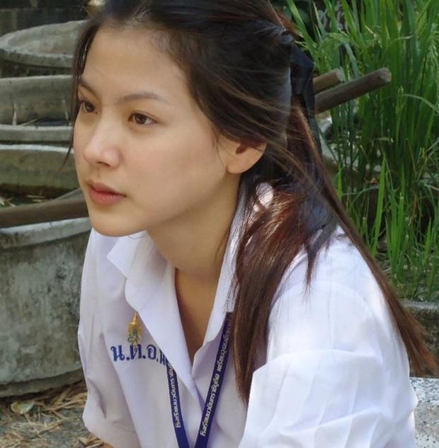 Dàn mỹ nhân Thái lột xác khi diện đồng phục học sinh: Baifern, Taew quá xinh nhưng chưa đỉnh bằng chị đại trường học - Ảnh 4.