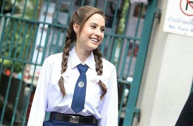 Dàn mỹ nhân Thái lột xác khi diện đồng phục học sinh: Baifern, Taew quá xinh nhưng chưa đỉnh bằng chị đại trường học - Ảnh 31.