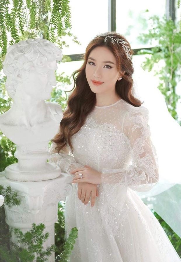 Bảo Thy khoe 3 mẫu váy cưới lộng lẫy, trong đó có 1 bộ phảng phất thiết kế kinh điển của Công nương Kate - Ảnh 5.