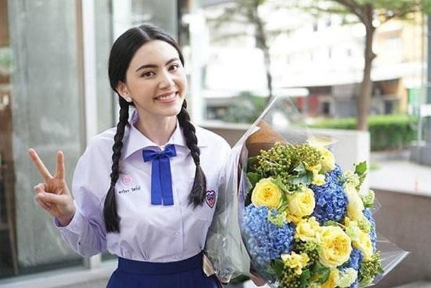 Dàn mỹ nhân Thái lột xác khi diện đồng phục học sinh: Baifern, Taew quá xinh nhưng chưa đỉnh bằng chị đại trường học - Ảnh 9.