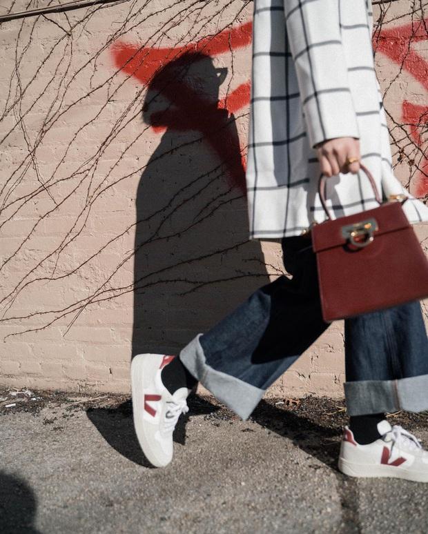 Diện quần jeans, chưa chắc là bạn đã có vẻ ngoài sành điệu nếu không mix với 4 mẫu giày sau đây - Ảnh 9.