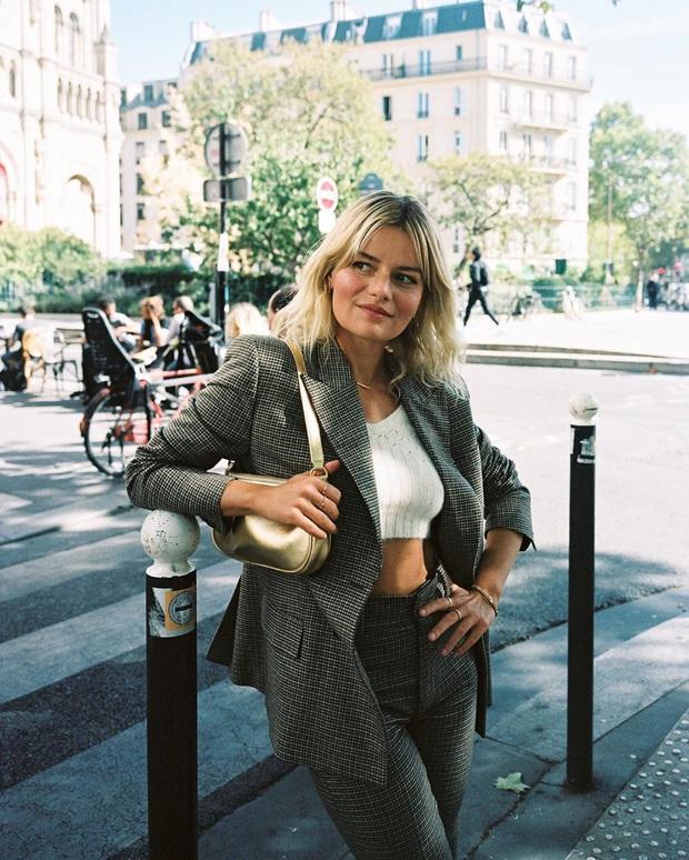 Không thể kìm lòng trước 5 cách diện áo len đẹp xỉu của phụ nữ Pháp, bạn sẽ muốn áp dụng bằng hết mới được - Ảnh 10.