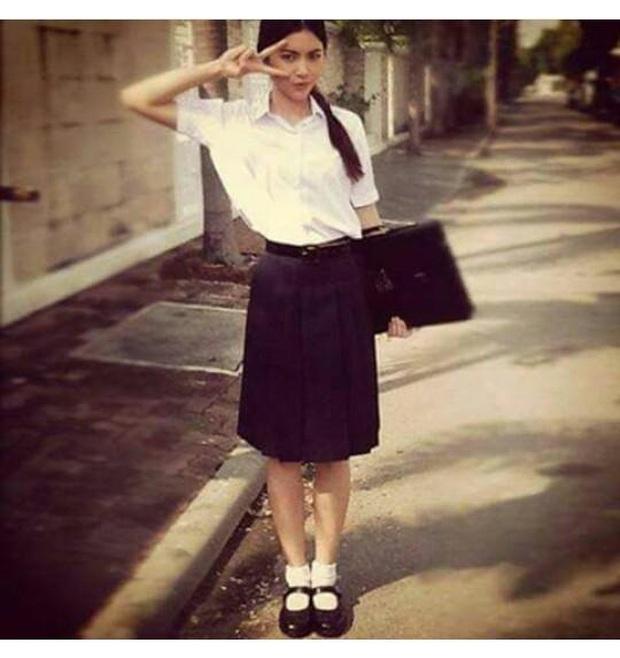 Dàn mỹ nhân Thái lột xác khi diện đồng phục học sinh: Baifern, Taew quá xinh nhưng chưa đỉnh bằng chị đại trường học - Ảnh 10.