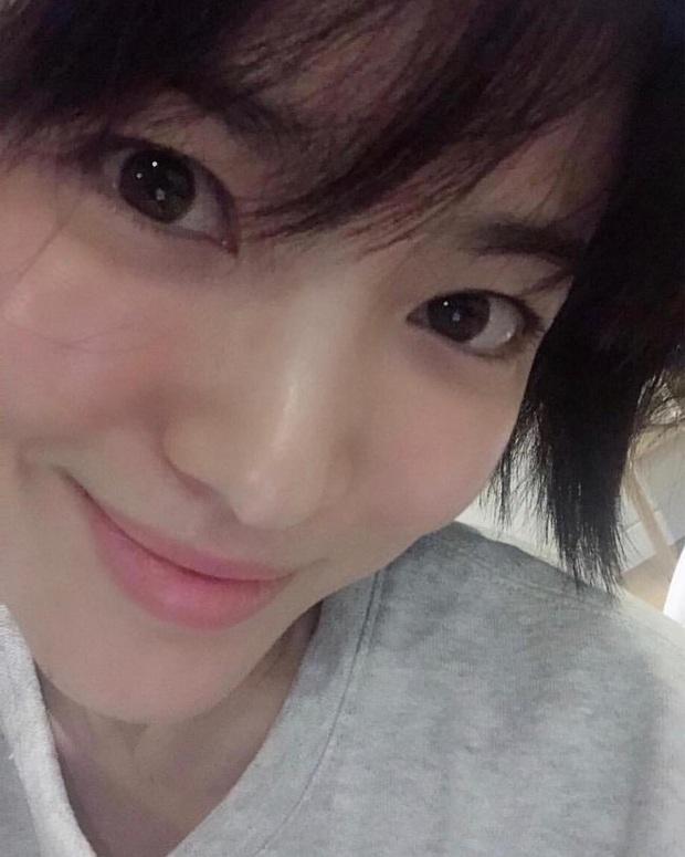 """Loạt bí kíp chăm da của Song Hye Kyo giúp các quý cô rút được """"cả tá"""" chiêu skincare đúng chuẩn - Ảnh 3."""