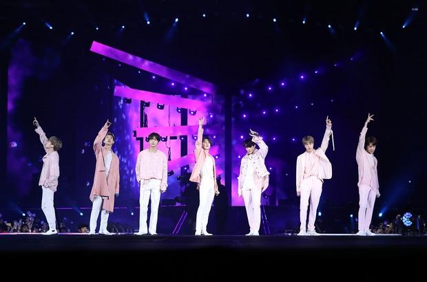 Ai ngờ nàng Dae Jang Geum Lee Young Ae cũng là ARMY cuồng nhiệt: Đi concert BTS và còn ở ngay gần - Ảnh 4.