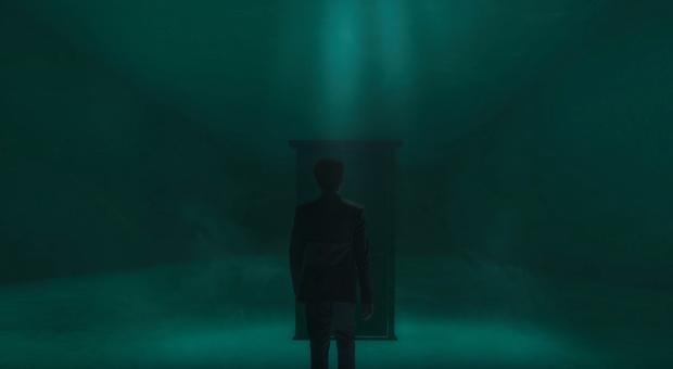 Noo Phước Thịnh bị bỏng toàn bộ khuôn mặt, cả người đầy thương tích trong MV Im Still Loving You - Ảnh 3.