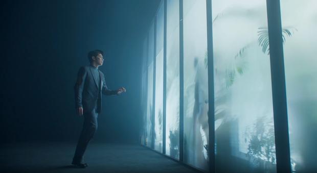 Noo Phước Thịnh bị bỏng toàn bộ khuôn mặt, cả người đầy thương tích trong MV Im Still Loving You - Ảnh 6.