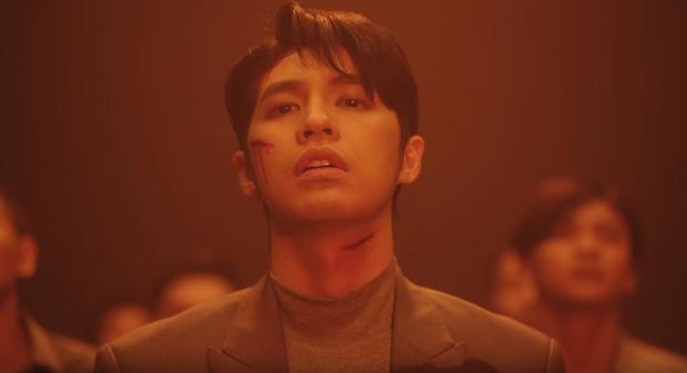 Noo Phước Thịnh bị bỏng toàn bộ khuôn mặt, cả người đầy thương tích trong MV Im Still Loving You - Ảnh 8.