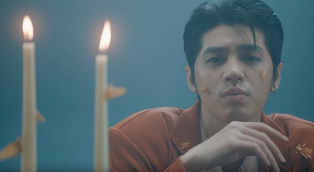 Noo Phước Thịnh bị bỏng toàn bộ khuôn mặt, cả người đầy thương tích trong MV Im Still Loving You - Ảnh 9.