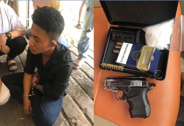Kiểm tra khách sạn phát hiện 2 thanh niên tàng trữ ma tuý thủ súng đạn ở Sài Gòn - Ảnh 2.