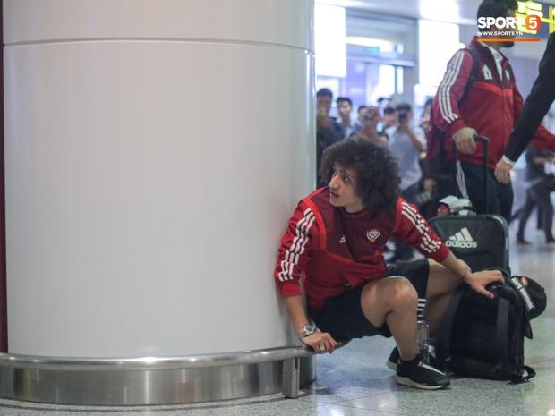 Đối thủ của tuyển Việt Nam đi chuyên cơ tới Hà Nội lúc nửa đêm, vừa xuống sân bay đã toả đi mua đồ - Ảnh 3.