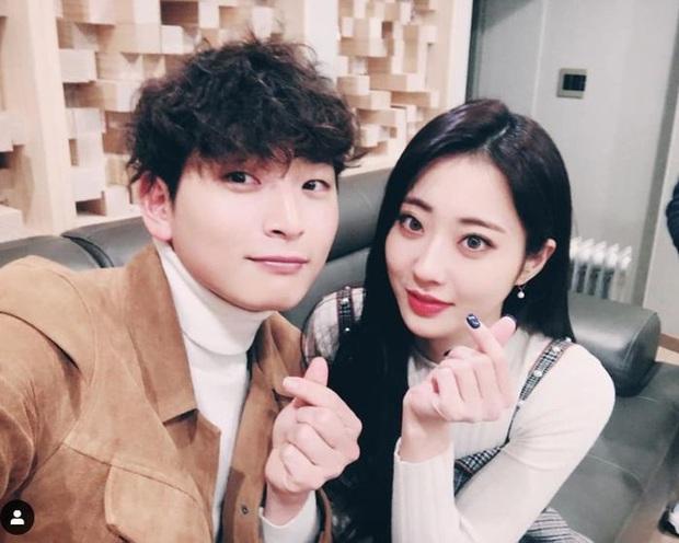 SBS tung tin hẹn hò của nam thần Jinwoon (2AM) và idol bốc lửa Kyungri (9MUSES): Cặp đôi sexy nhất Kbiz là đây! - Ảnh 1.