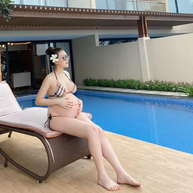 Bụng bầu vượt mặt, cô dâu 200 cây vàng ở Nam Định vẫn tự tin diện bikini, tiết lộ giới tính em bé đầu lòng - Ảnh 2.