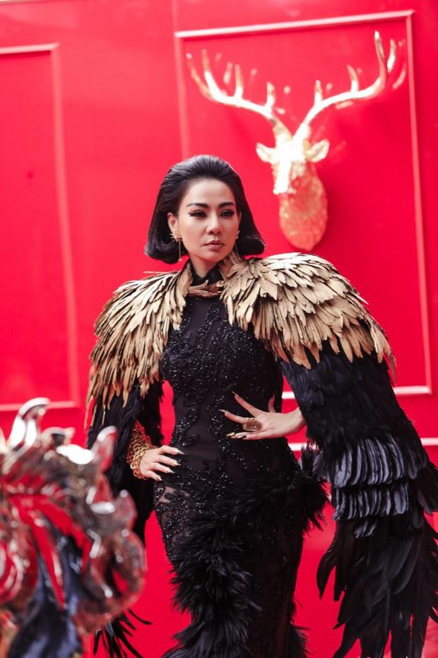 Khi sao Việt thay đồ chóng mặt 7749 trang phục trong MV: Bảo Thy thay đến 14 bộ đồ; sao này mặc hẳn đồ ngủ hàng hiệu, sao kia gắn lông cánh không thua gì phim siêu anh hùng - Ảnh 44.