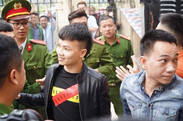 Giang hồ mạng Khá Bảnh bị tuyên 10 năm 6 tháng tù giam, truy thu gần 5 tỷ đồng - Ảnh 5.