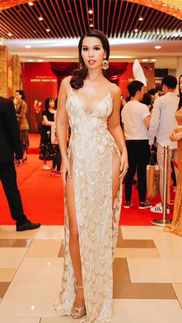 Diện váy cắt xẻ táo bạo, siêu mẫu Hà Anh lộ vùng nhạy cảm ngay trên siêu thảm đỏ hội ngộ Hà Tăng và dàn mỹ nhân Vbiz - Ảnh 2.