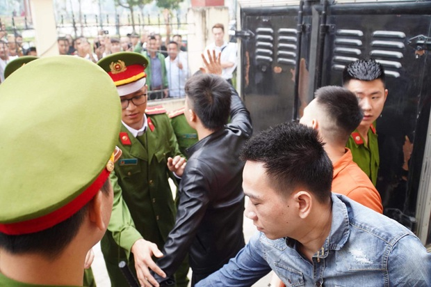 Giang hồ mạng Khá Bảnh bị tuyên 10 năm 6 tháng tù giam, truy thu gần 5 tỷ đồng - Ảnh 6.