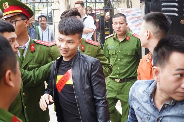 Giang hồ mạng Khá Bảnh bị tuyên 10 năm 6 tháng tù giam, truy thu gần 5 tỷ đồng - Ảnh 7.