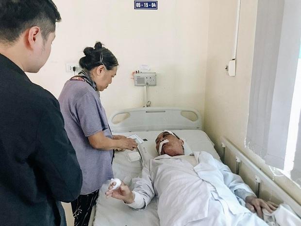 """Vụ cụ ông 80 tuổi bị tài xế xe ôm hành hung nhập viện: """"Đánh chồng tôi như vậy là không chấp nhận được nhưng bắt tù tội anh ta cũng khổ"""" - Ảnh 2."""