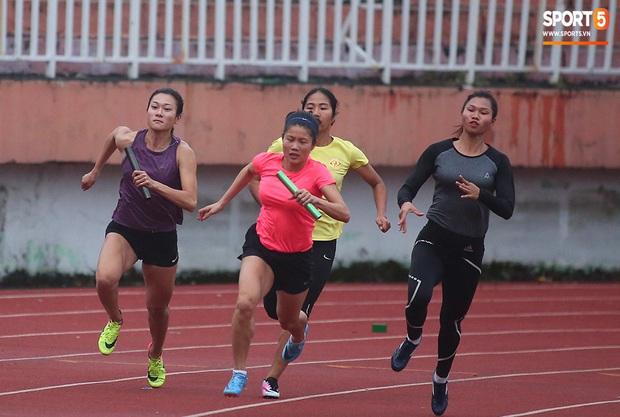 Cô gái vàng trong làng điền kinh Lê Tú Chinh bước qua áp lực hướng đến mục tiêu cao nhất tại SEA Games 30 - Ảnh 2.