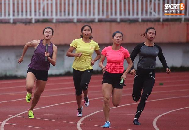 Cô gái vàng trong làng điền kinh Lê Tú Chinh bước qua áp lực hướng đến mục tiêu cao nhất tại SEA Games 30 - Ảnh 5.