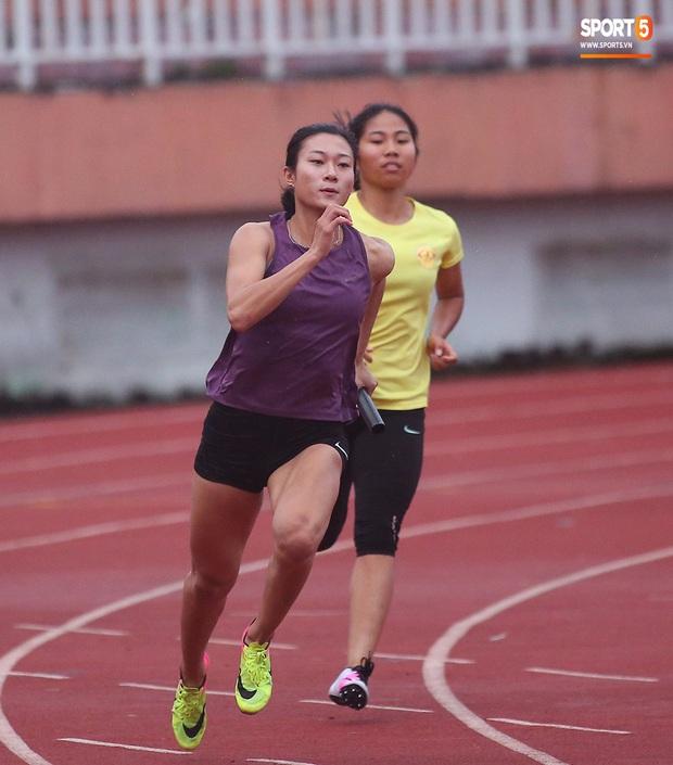 Cô gái vàng trong làng điền kinh Lê Tú Chinh bước qua áp lực hướng đến mục tiêu cao nhất tại SEA Games 30 - Ảnh 4.