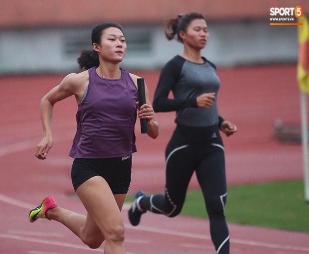 Cô gái vàng trong làng điền kinh Lê Tú Chinh bước qua áp lực hướng đến mục tiêu cao nhất tại SEA Games 30 - Ảnh 3.