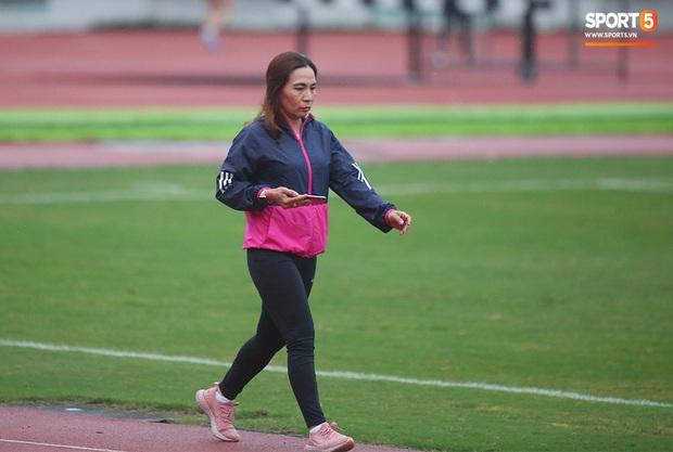 Cô gái vàng trong làng điền kinh Lê Tú Chinh bước qua áp lực hướng đến mục tiêu cao nhất tại SEA Games 30 - Ảnh 6.