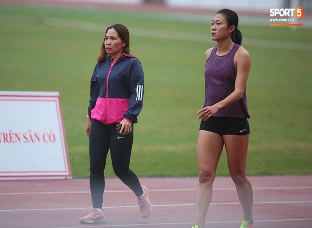 Cô gái vàng trong làng điền kinh Lê Tú Chinh bước qua áp lực hướng đến mục tiêu cao nhất tại SEA Games 30 - Ảnh 7.