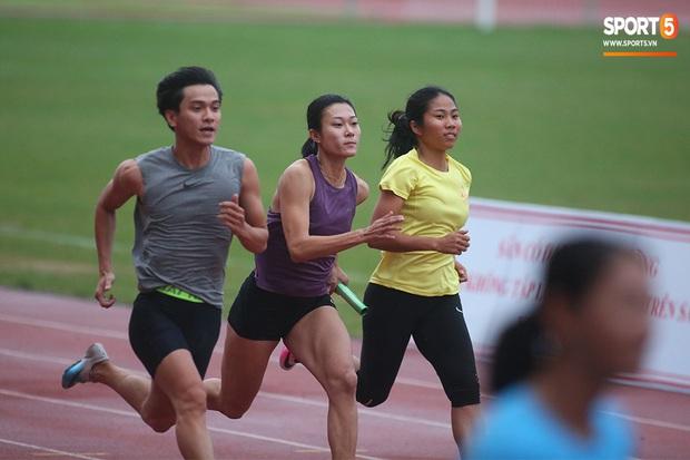 Cô gái vàng trong làng điền kinh Lê Tú Chinh bước qua áp lực hướng đến mục tiêu cao nhất tại SEA Games 30 - Ảnh 9.